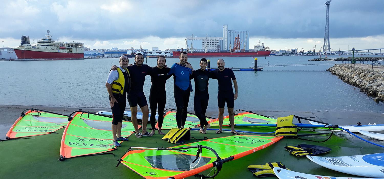 La UCA celebra el I Curso de Iniciación al Windsurf